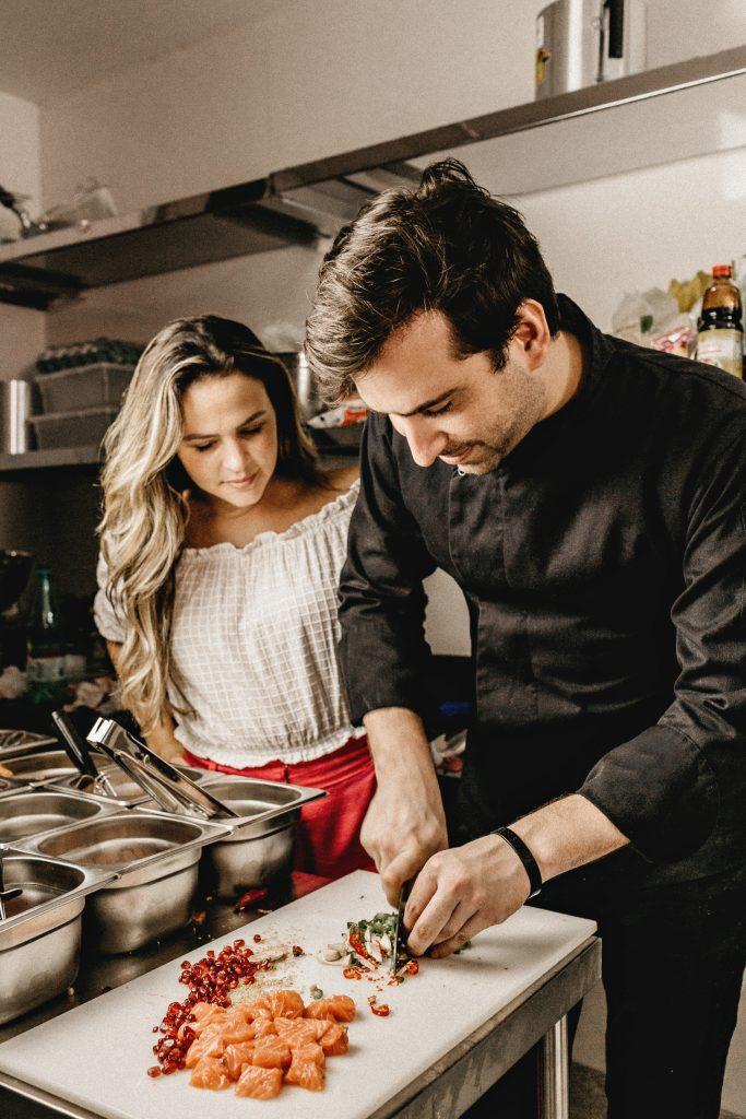 Un cuisiner de restaurant