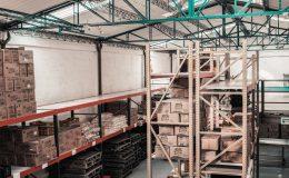 stocks dans un entrepôt de logistique